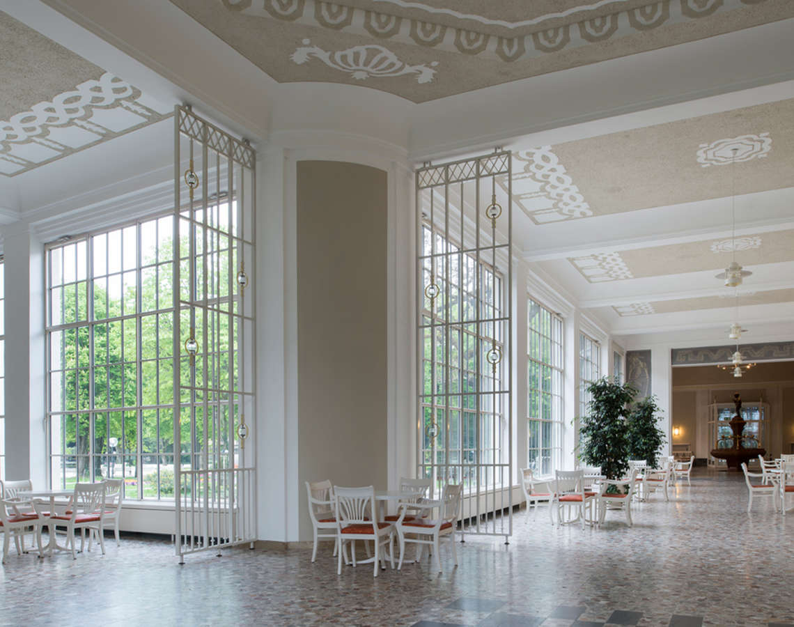 Lobby with a connection to the circular concert hall